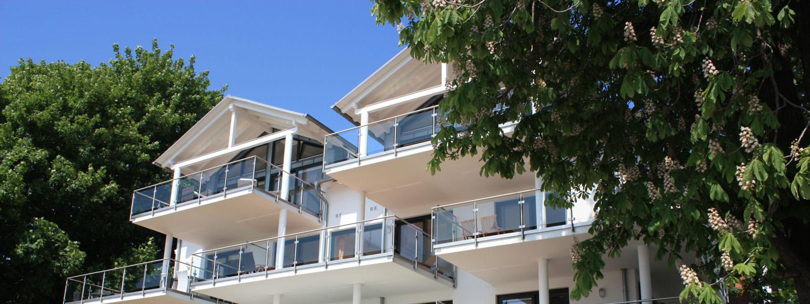 Balkone der Rügen-Star Appartements in Sassnitz auf der Insel Rügen.