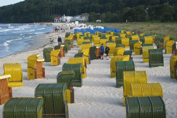Wunderschöner Sandstrand der Ostseeküste auf der Insel Rügen.