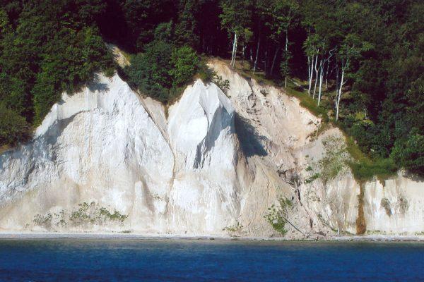 Blick auf die Kreidefelsen des nationalpark Jasmund auf Rügen